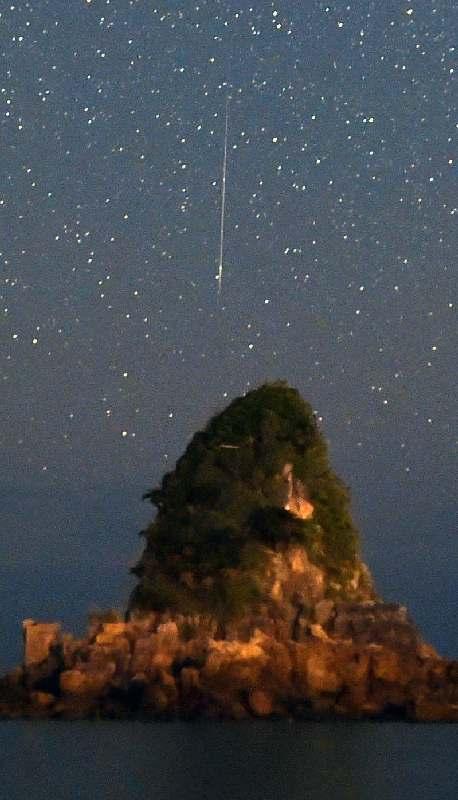 沖縄の夜空彩るふたご座流星群 13日夜から14日未明がピーク