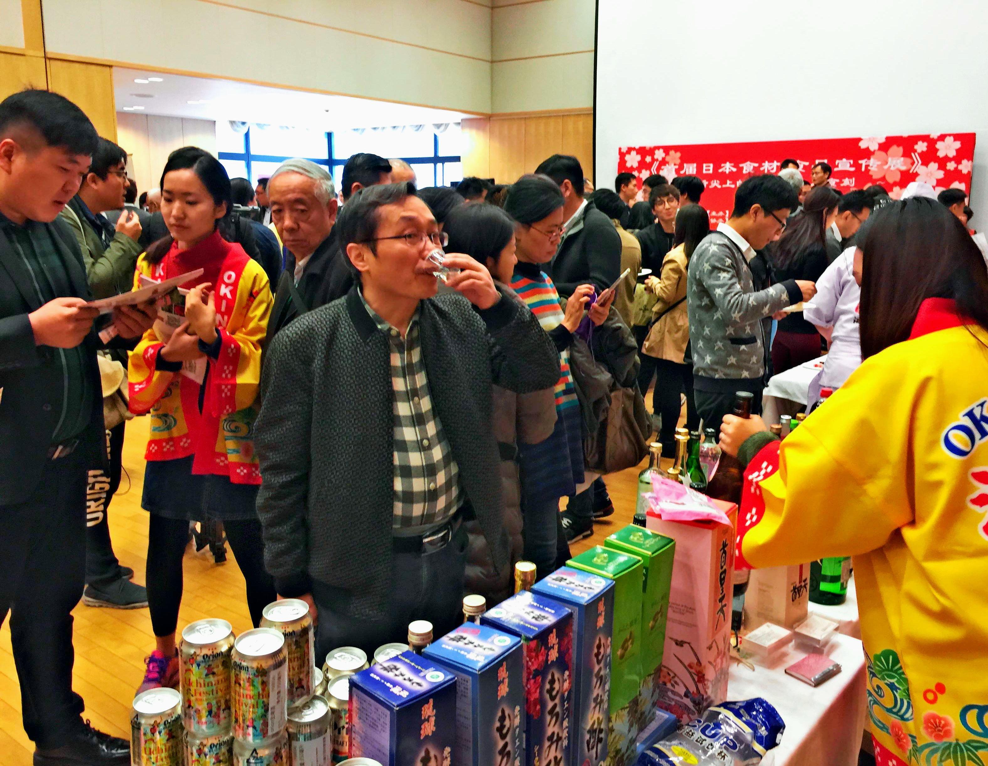 泡盛、ビール、シークヮーサー飲料…北京で沖縄をPR
