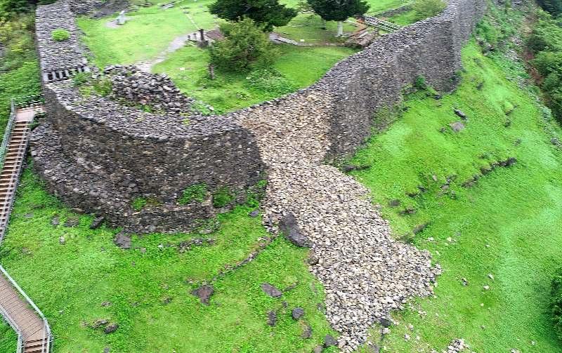 世界遺産「今帰仁城跡」の石垣が崩れる 台風7号の大雨影響 沖縄