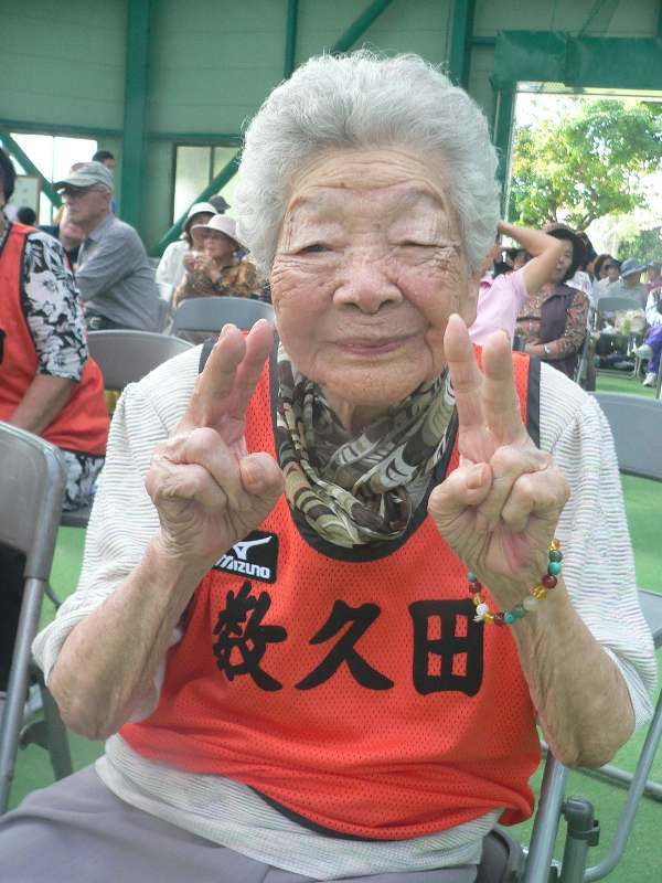 100歳のおばあボウラー2人が大奮闘