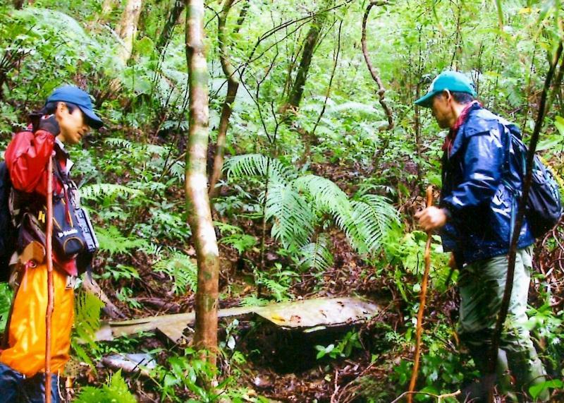 日本軍のゼロ戦か? 沖縄の山奥で謎の残骸見つかる