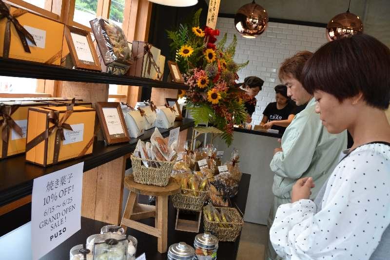 チーズケーキで幸せ感じて 工場併設の専門店「PUZO」 沖縄市にオープン