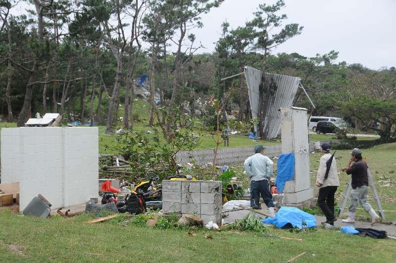竜巻発生か プレハブ倒壊、木折れる 糸満・平和祈念公園が臨時閉園