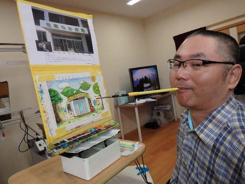 交通事故で四肢まひに ならば筆をくわえ描くアート 沖縄の鉢嶺克治さん(46)