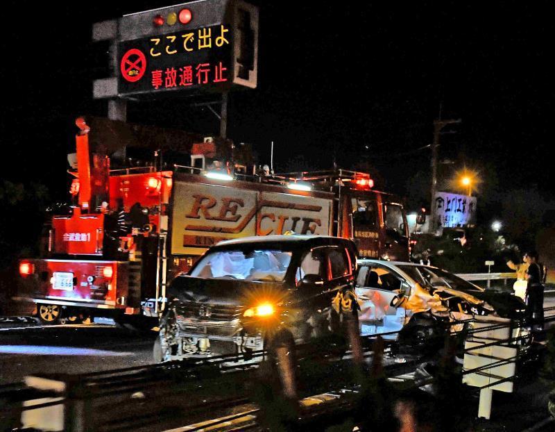 沖縄自動車道・屋嘉IC付近で9台多重事故、8人けが 一時通行止め