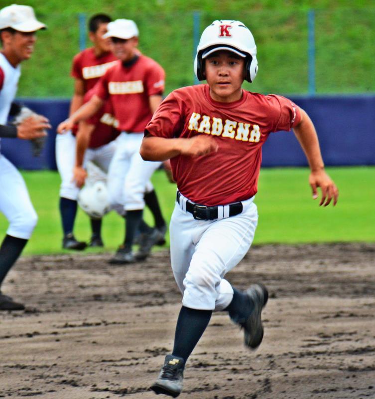 高校野球:耳にハンディも「集大成の夏、楽しむ」 嘉手納3年・新垣翔梧