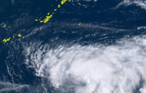 台風10号:21日朝にも沖縄本島接近か 瞬間風速45メートルの予想