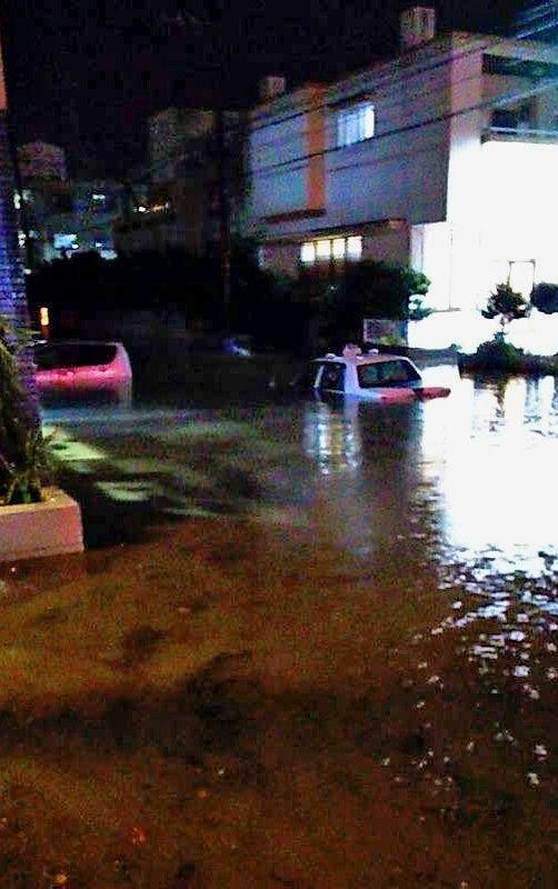 激しい雨、沖縄本島南部で車の水没相次ぐ 久米島では1時間に47ミリ