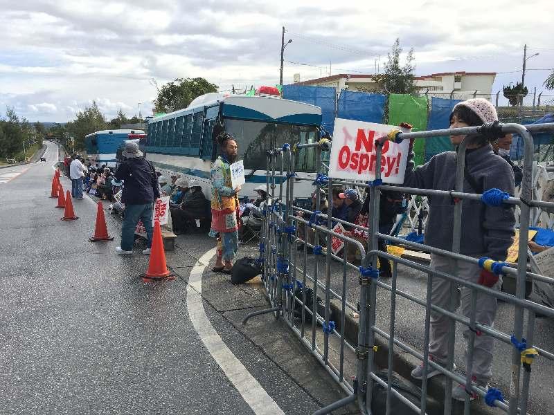 【辺野古移設】県警、歩道上に大きな柵を設置→基地反対の市民「動物の檻のようだ」「撤去しろ」YouTube動画>2本 ->画像>13枚