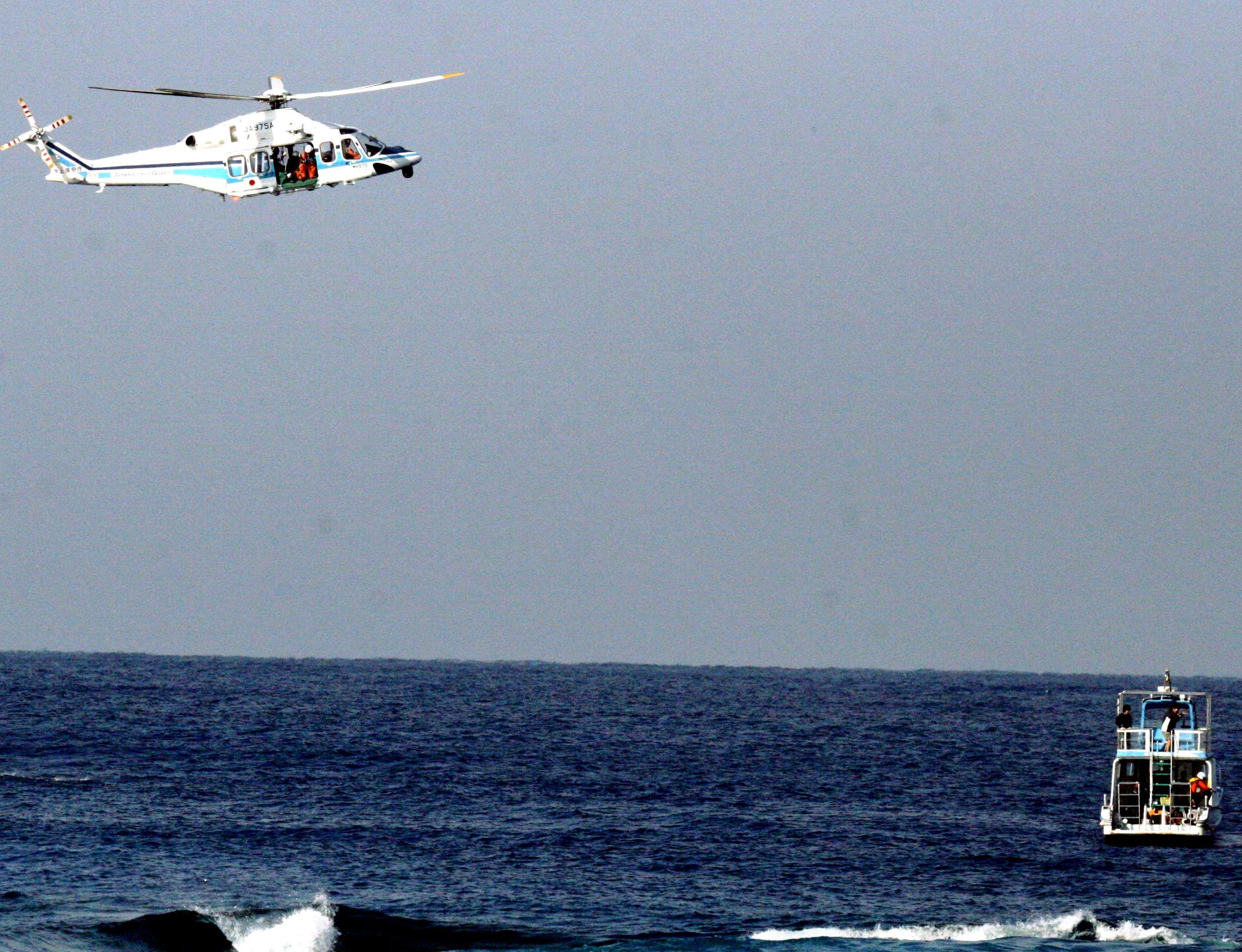 「離岸流に流された」ダイビング男性、海保ヘリが救出 沖縄・北谷町