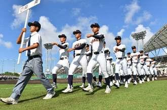 沖縄県秋季高校野球:強風のため全試合順延