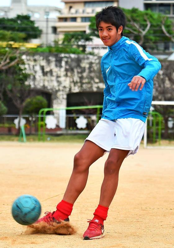 「世界で活躍する選手に」 鈴木吏玖、サッカーJFAアカデミー合格 沖縄から4人目の快挙