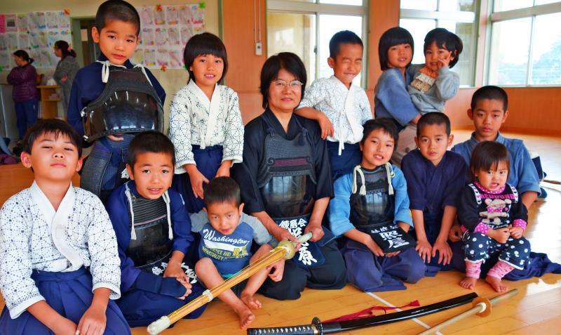 剣道・居合道・杖道 三道究めて三刀流 「オール5段」めざす沖縄の女性