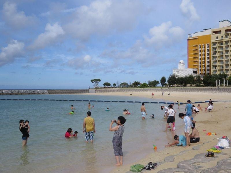 サメ目撃の北谷町、28日遊泳再開へ サンセットビーチとアラハビーチ