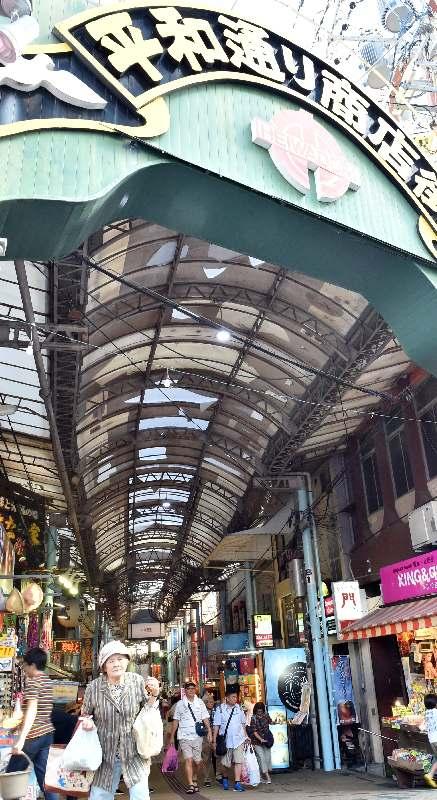 那覇・平和通りのアーケード撤去へ 商店街のシンボル、老朽化で