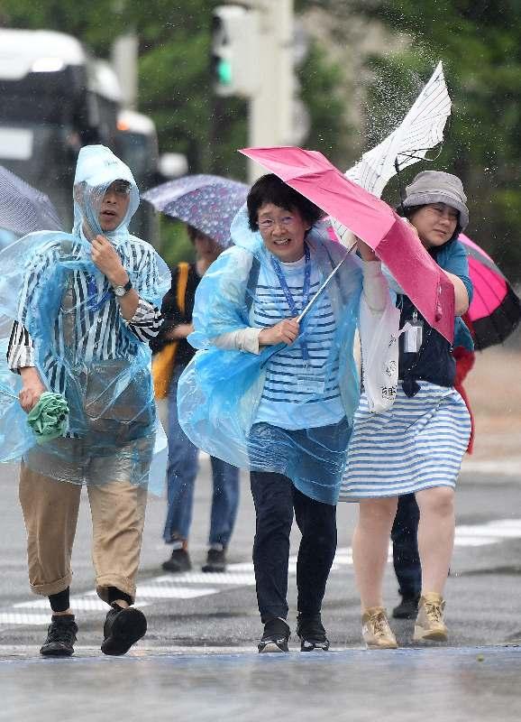 沖縄本島付近でいきなり発生 台風18号(ルンビア) 16日も強風に注意